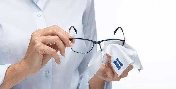 عدسات زايس للنظارات