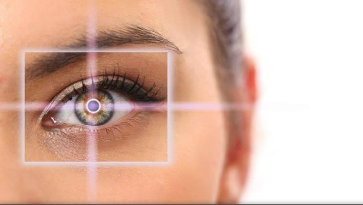 مخاطر زراعة العدسات داخل العين
